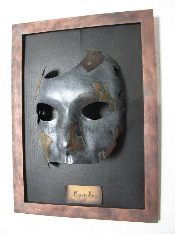 "Masque de la série ""Industrial Masks"" pour expo-vente par Mickey Artworld"